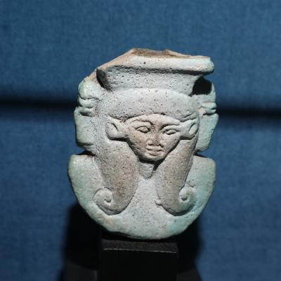 Fragment de sistre à l'effigie d'Hathor - XXVIè/XXXè Dynastie - Photo F. Gourdon