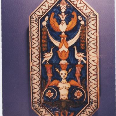 Carreau de faïence à décor de grotesques, vers 1860