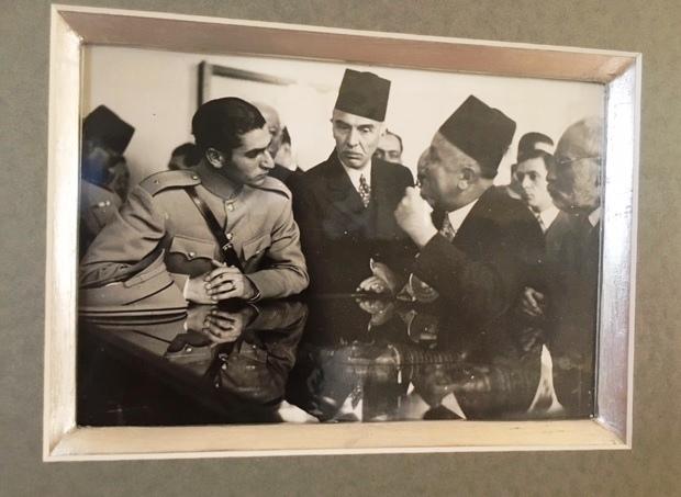 E. Drioton présente au futur Sha d'Iran le Musée du Caire