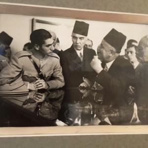 E Drioton recoit le futur Sha d'Iran au musée du caire 1