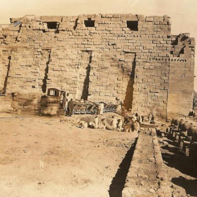 Karnak 9 3 40 travaux devant le premier pylone