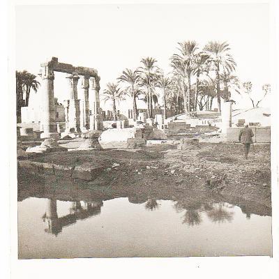 Medamoud le temple vu du lac sacre